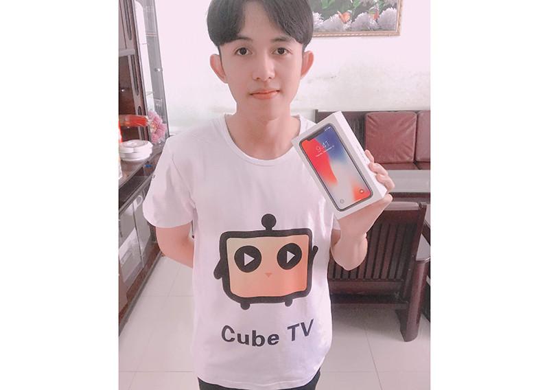 Стример CubeTV выиграл смартфон iPhone X